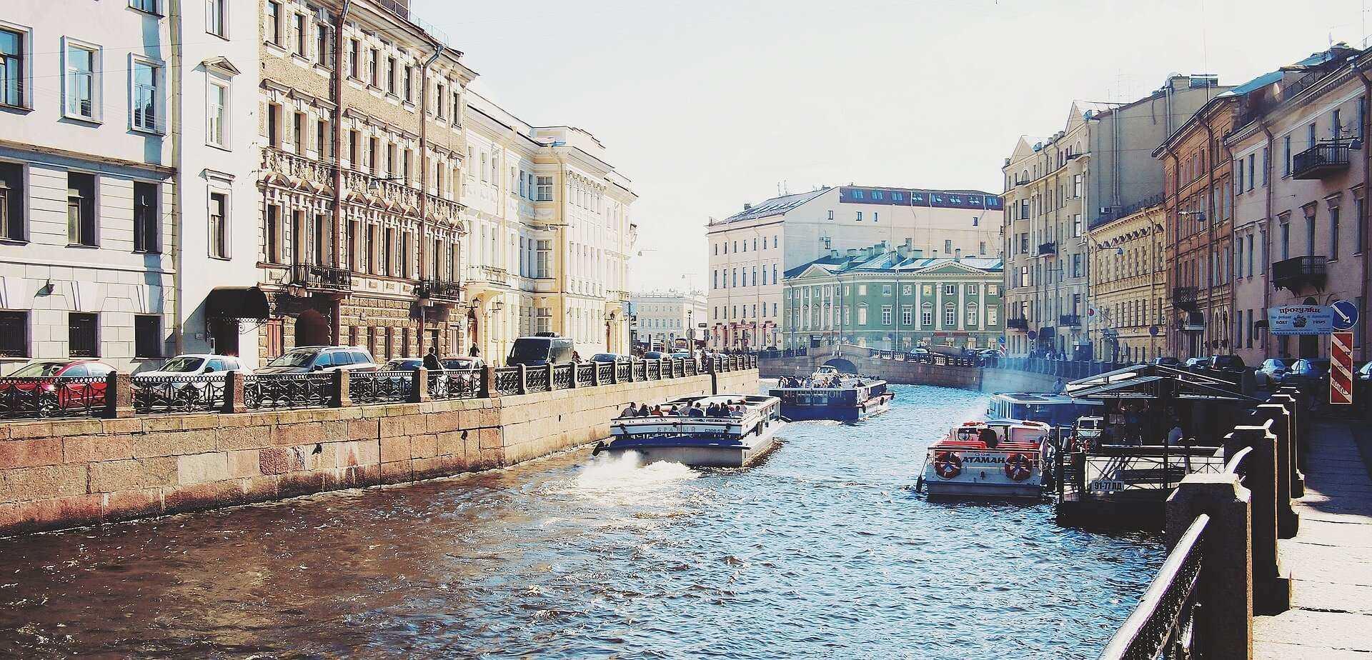 Direktflüge und Billigflüge ab Amsterdam nach Sankt Petersburg