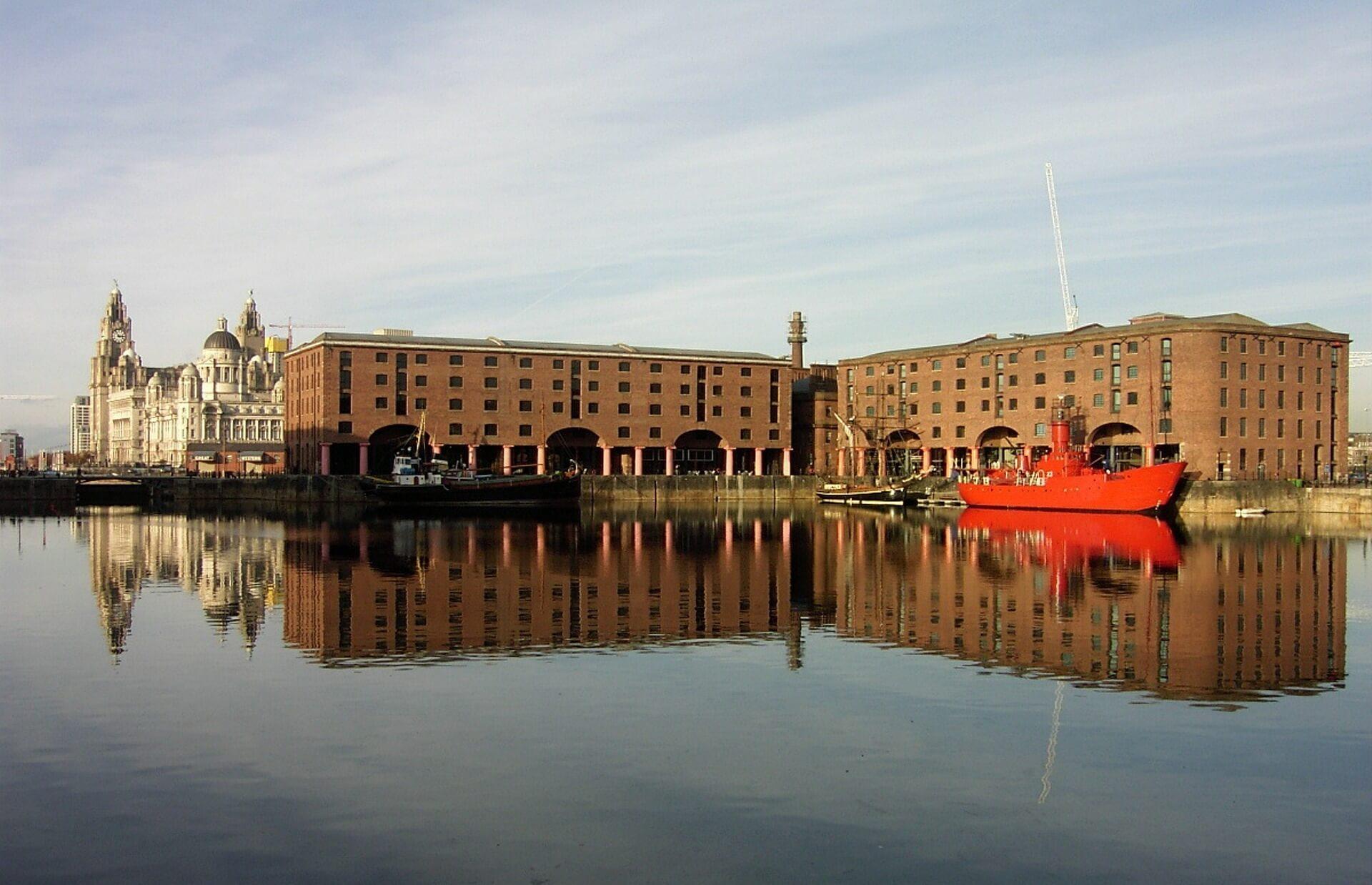 Direktflüge und Billigflüge ab Amsterdam nach Liverpool