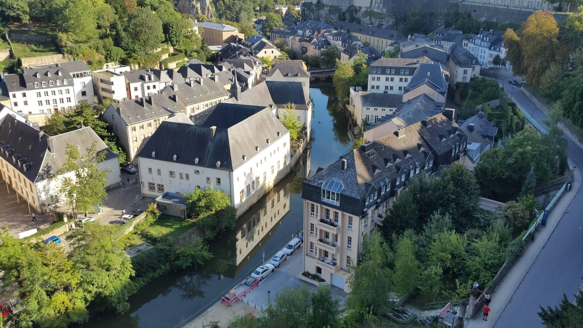 Direktflüge und Billigflüge ab Saarbrücken nach Luxemburg