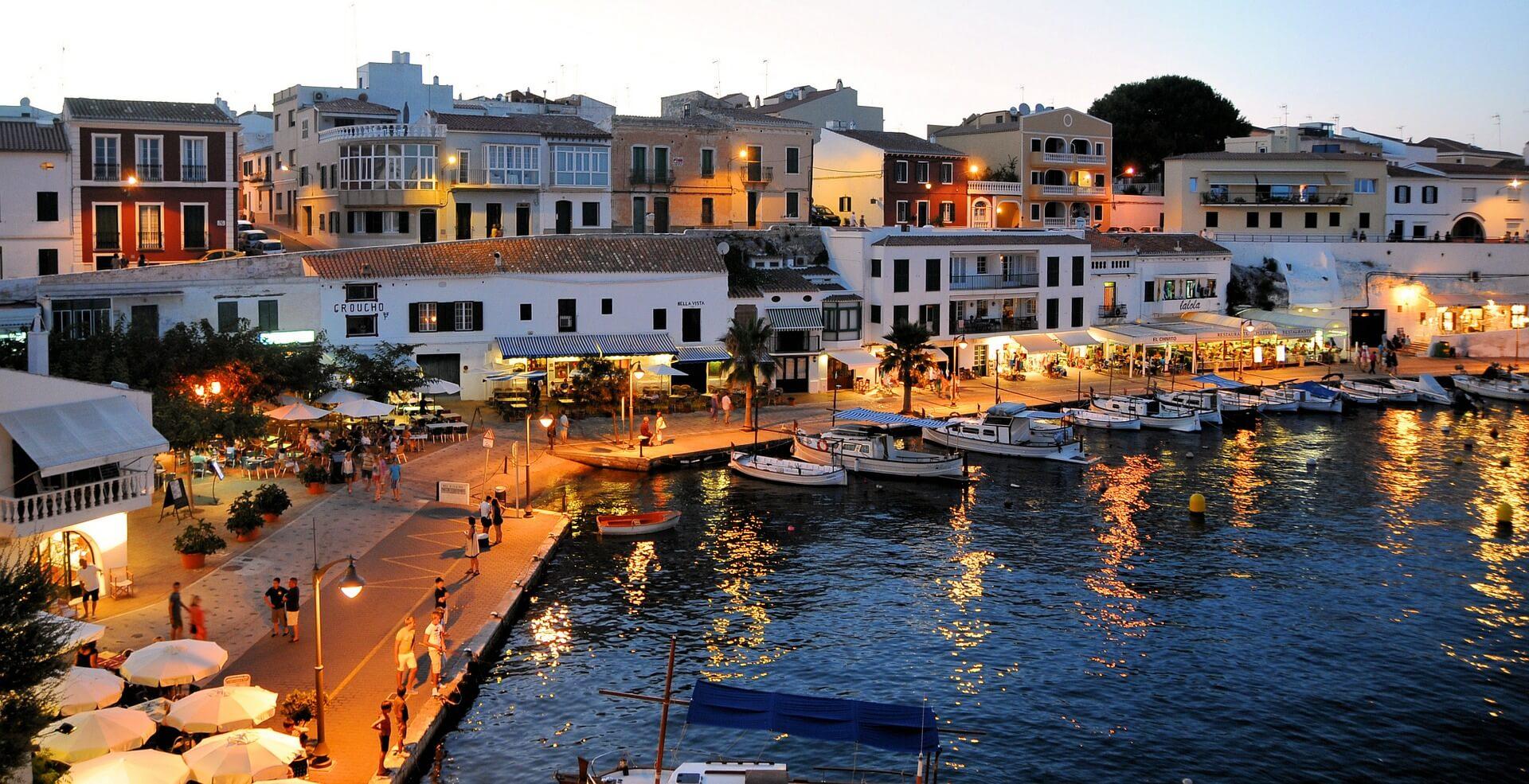 Direktflüge und Billigflüge ab Bern nach Menorca