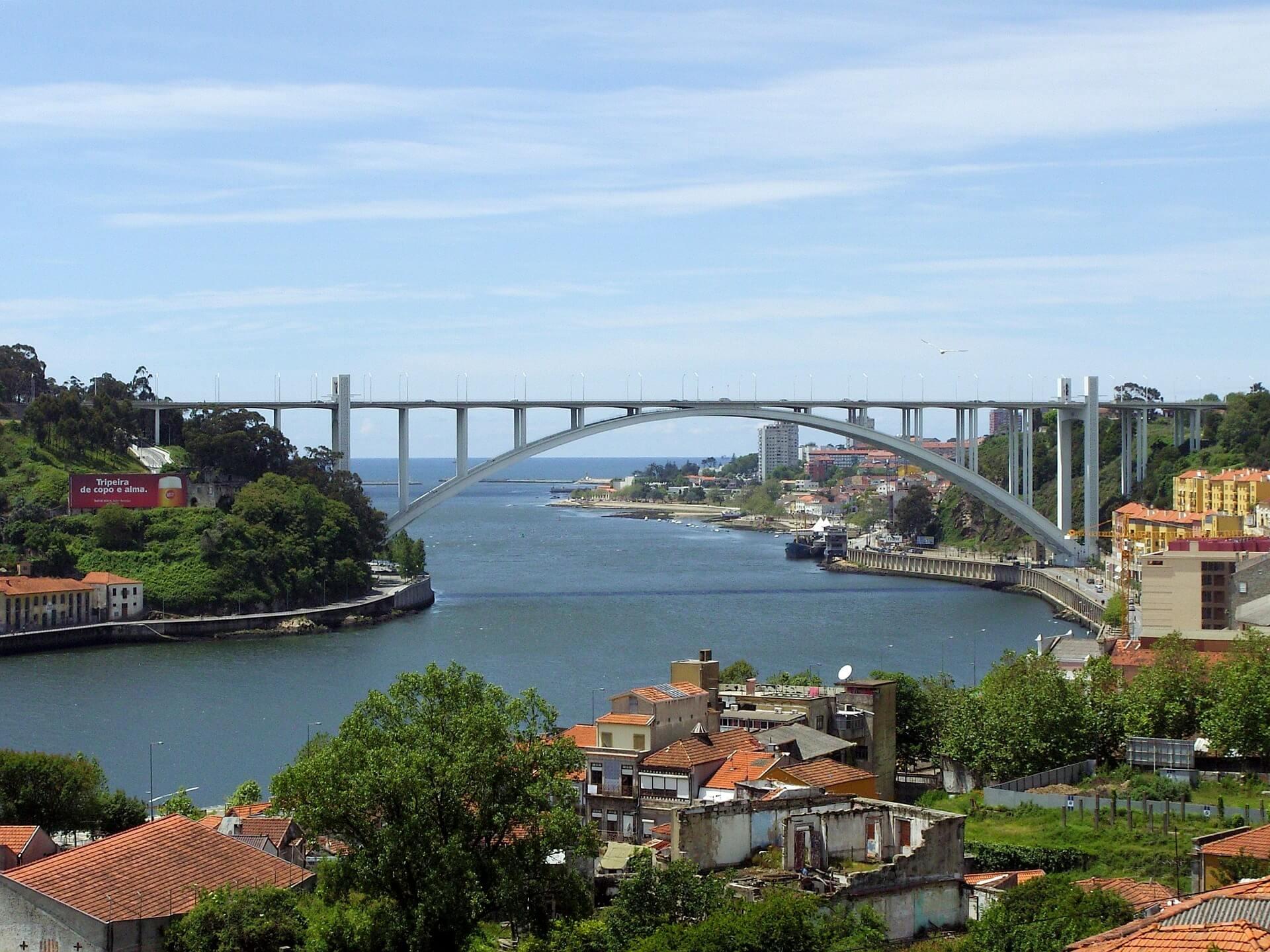 Direktflüge und Billigflüge ab Amsterdam nach Porto
