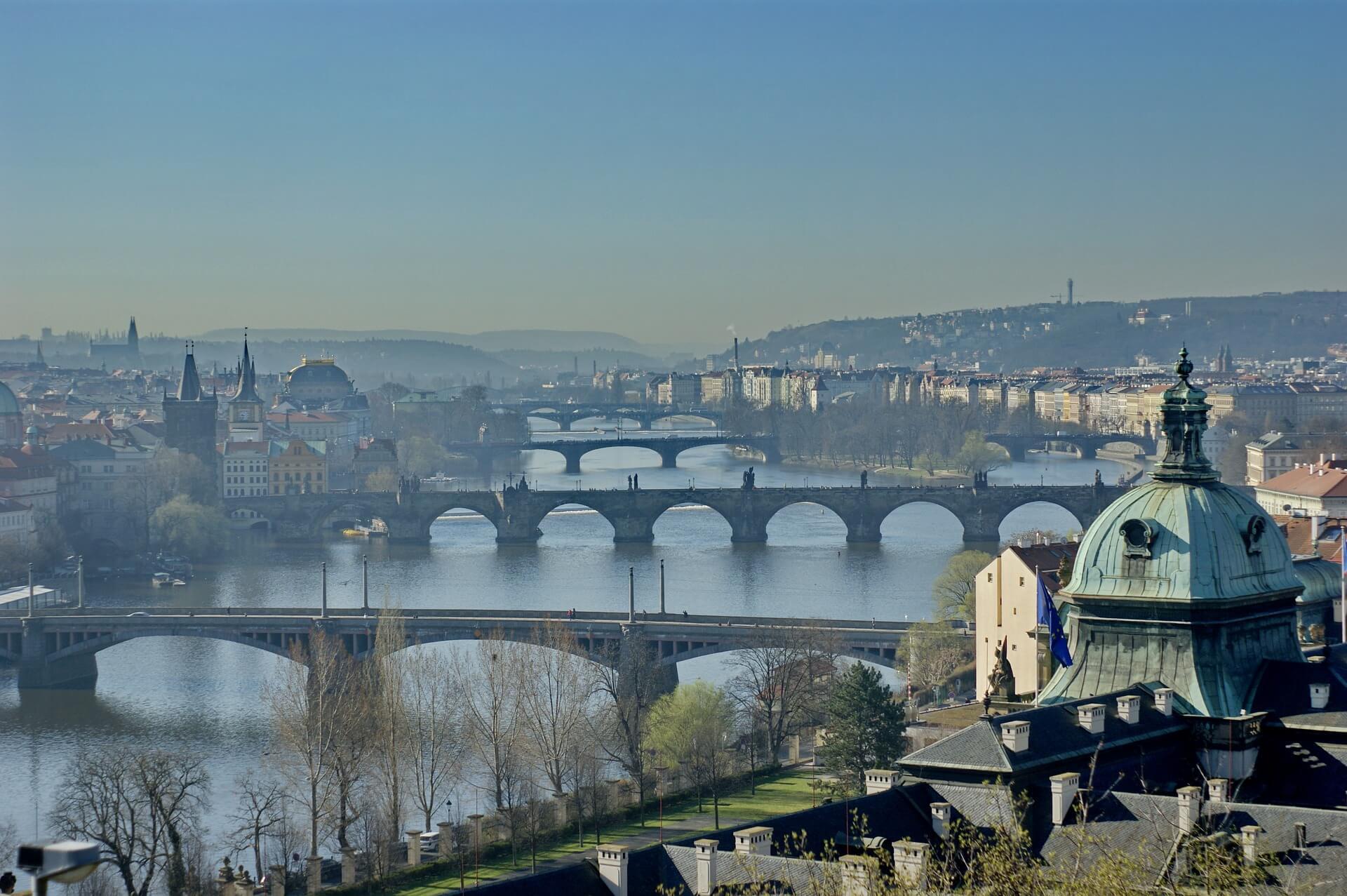 Direktflüge und Billigflüge ab Amsterdam nach Prag