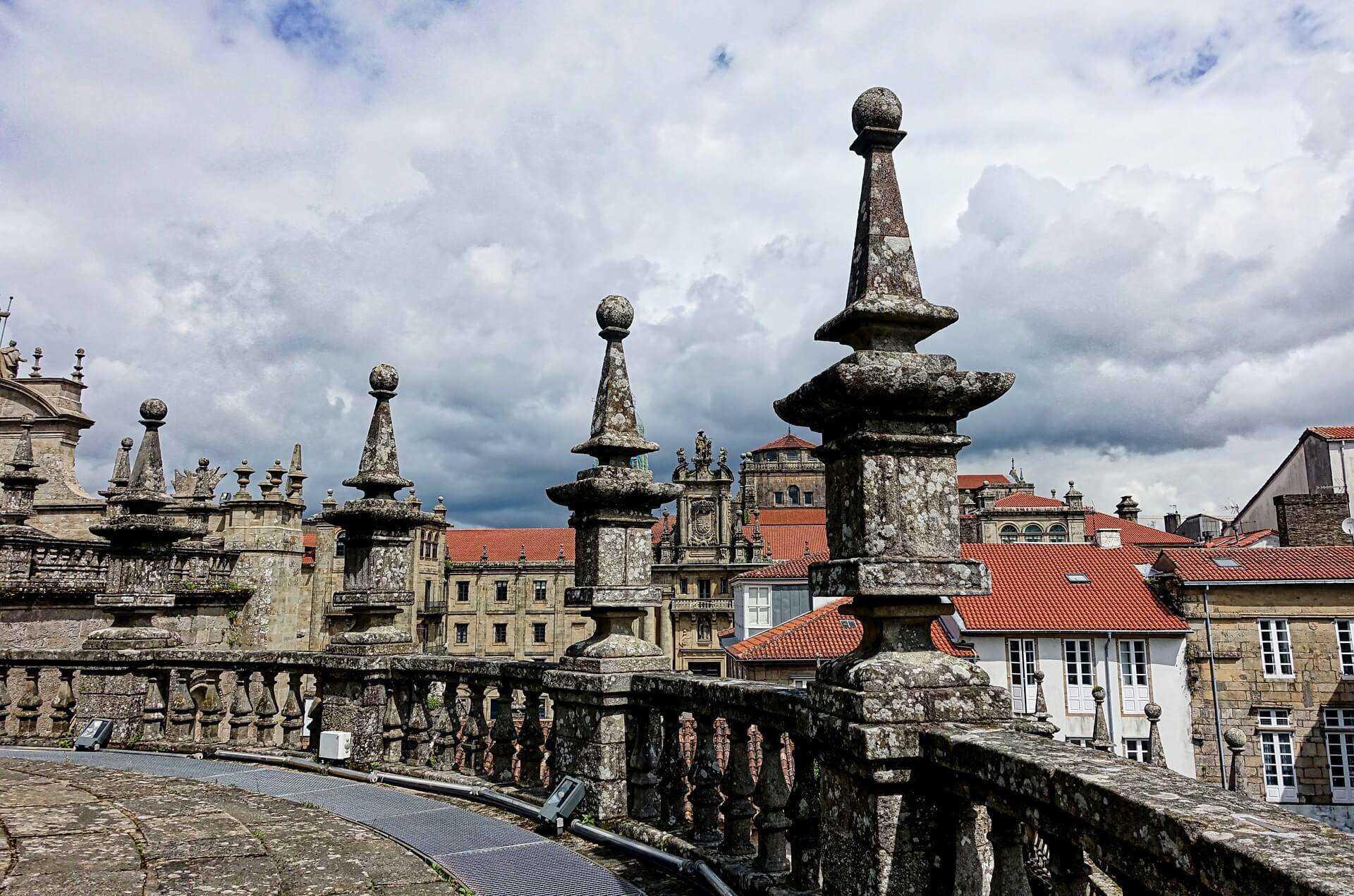 Direktflüge und Billigflüge ab Basel nach Santiago de Compostela