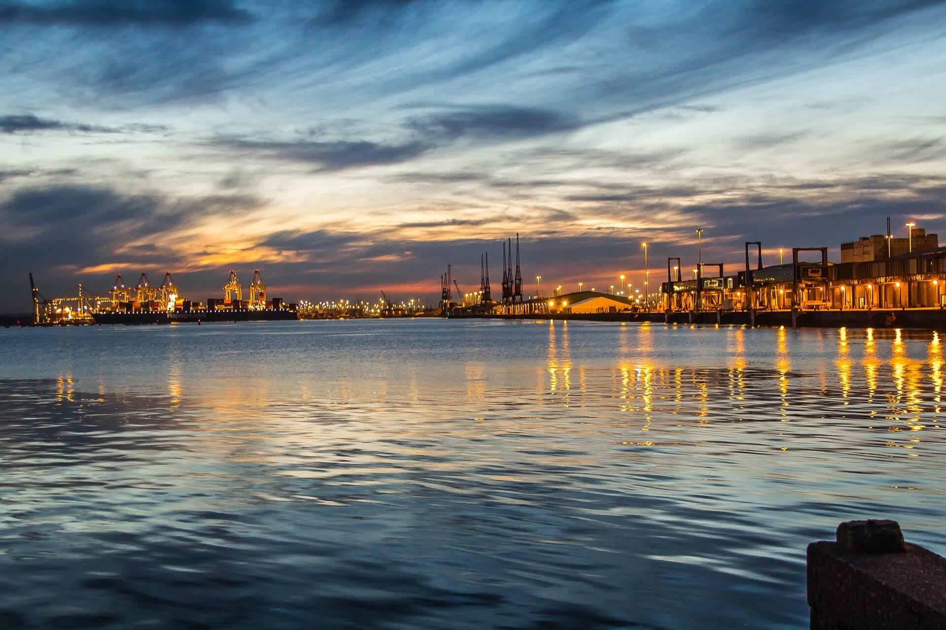 Direktflüge und Billigflüge ab Amsterdam nach Southampton