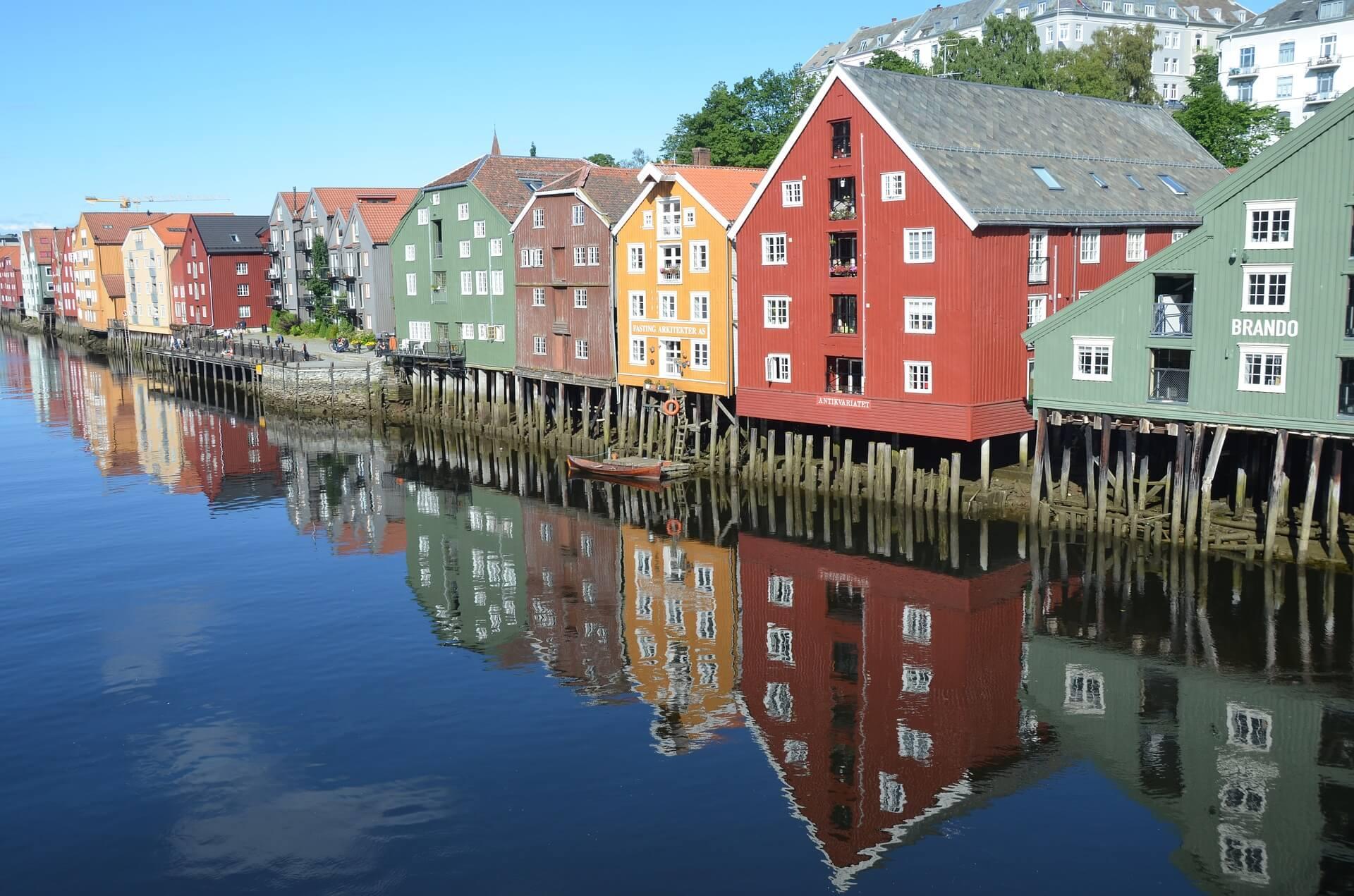 Direktflüge und Billigflüge ab Amsterdam nach Trondheim