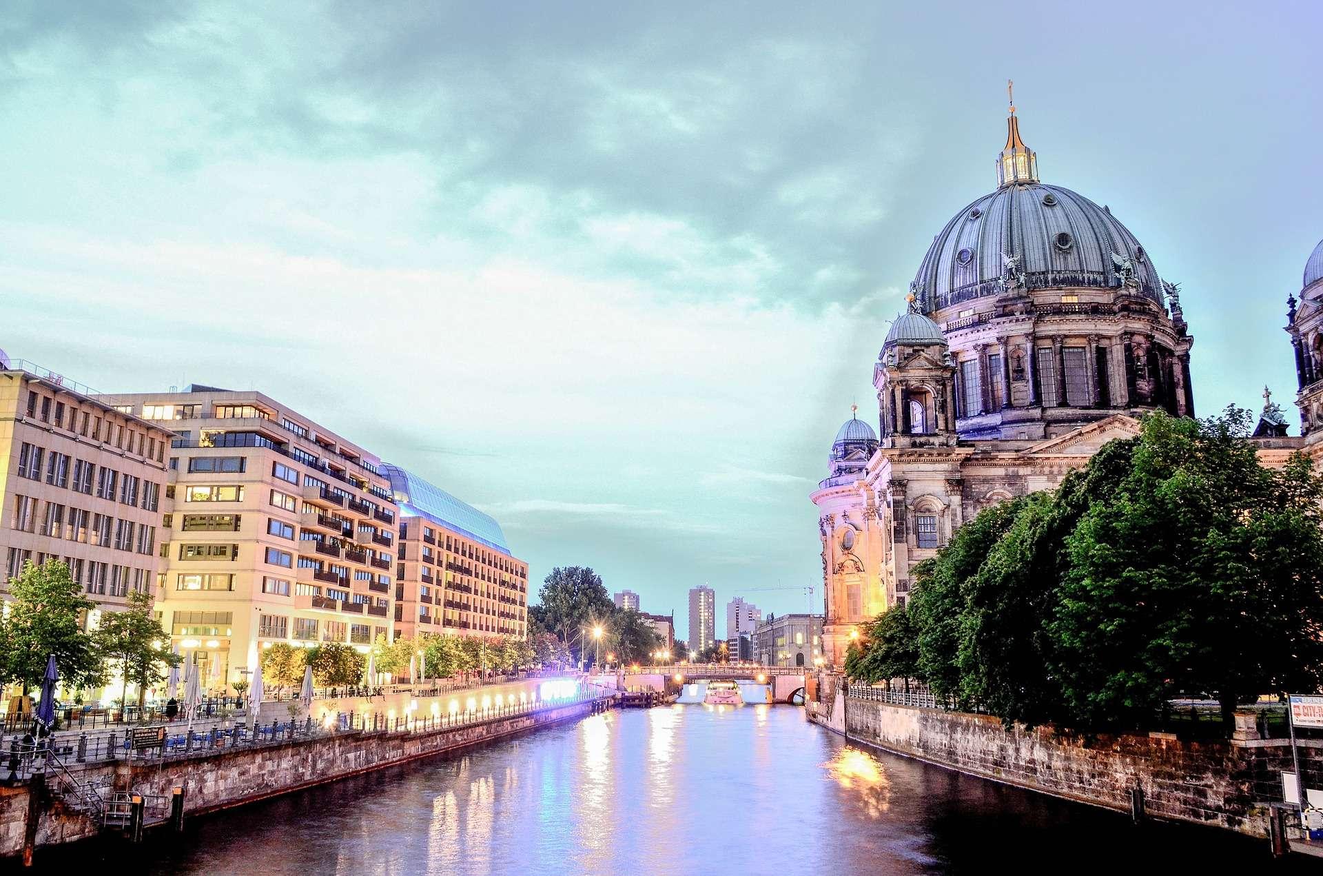 Direktflüge und Billigflüge ab Frankfurt nach Berlin-Tegel