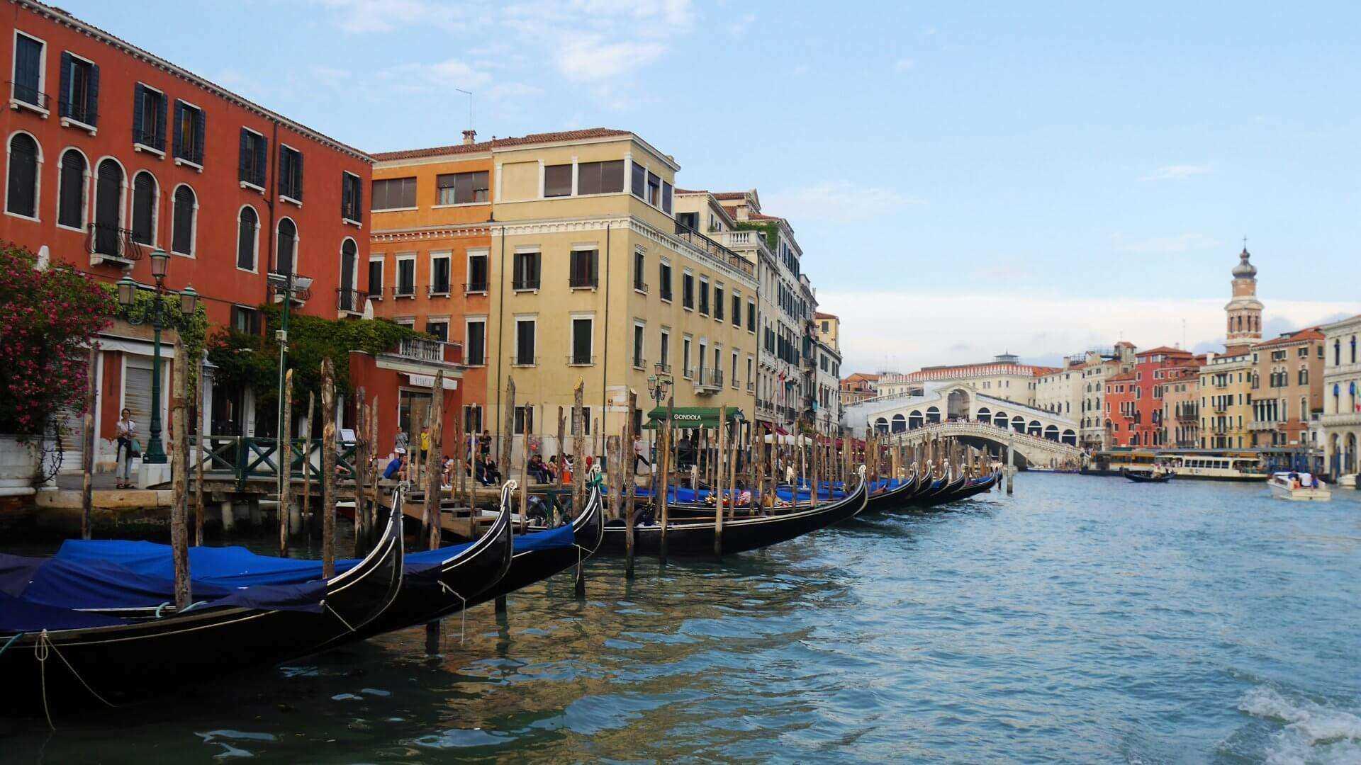 Direktflüge und Billigflüge ab Amsterdam nach Venedig
