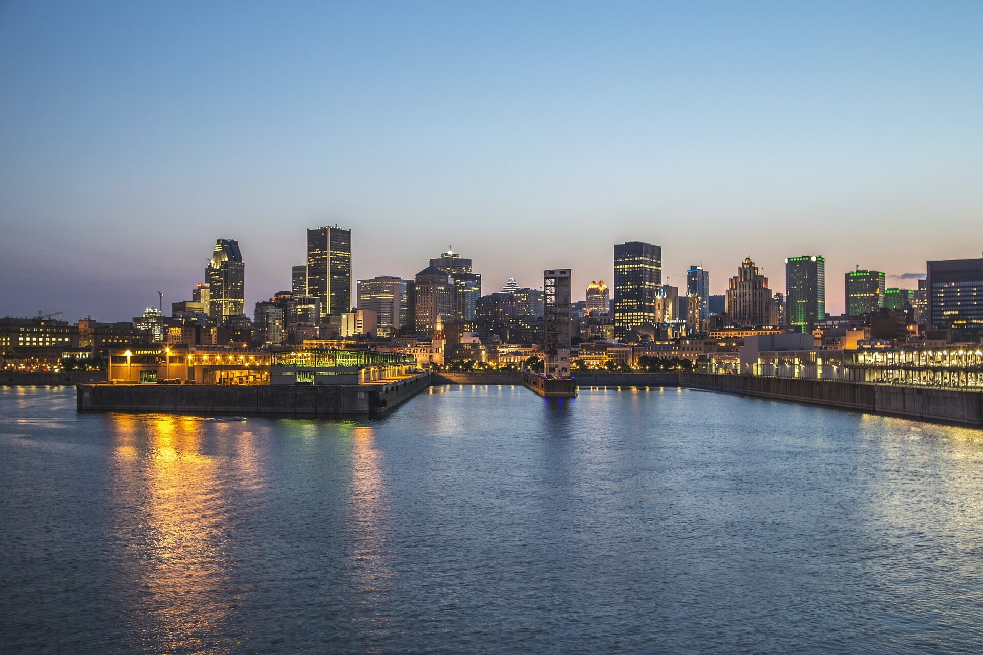 Direktflüge und Billigflüge ab Amsterdam nach Montreal